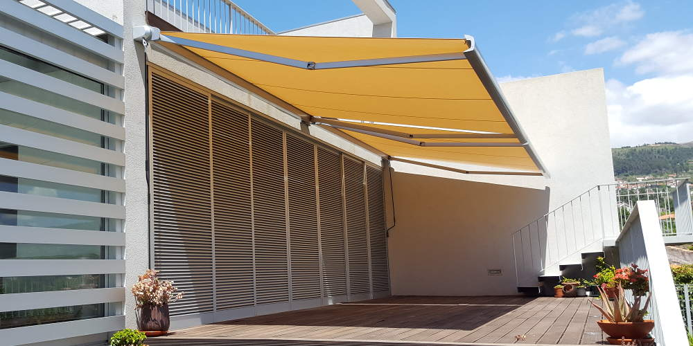 retractable arms awnings with tahoma